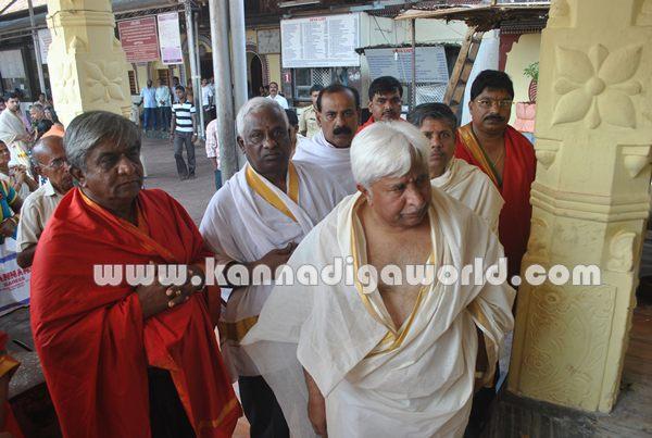 H.k Patil_Visit_Koluru Temple