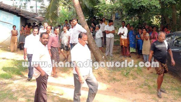 Koteshwara_man suside_with daughter (2)