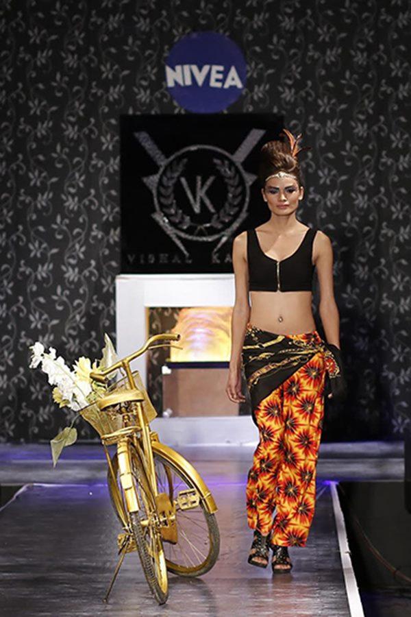 Zarine Khan and Ajaz Khan rocks_Nov 12_2014_002