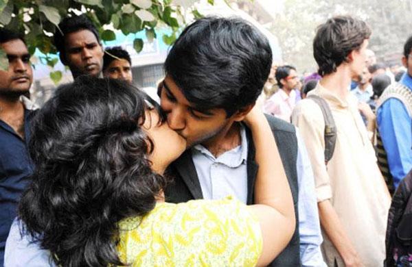 kiss-of-love-delhi