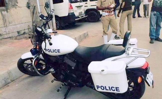 Guj_police_bikes_650