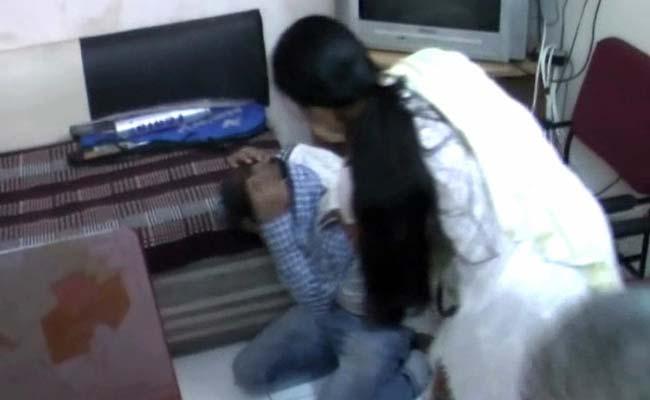 Indore_woman_catches_chain_snatcher_650_1Dec14