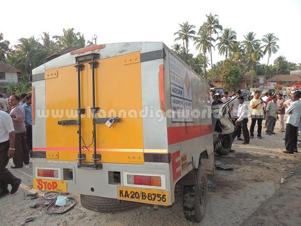 Kumbashi_Bus-pickup_Accident (10)