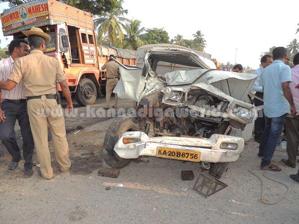 Kumbashi_Bus-pickup_Accident (2)