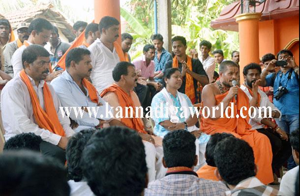 Swamiji_Tejaswini_Press