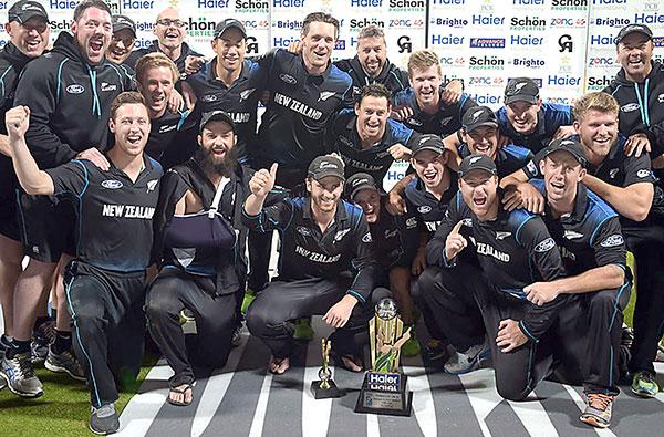 newgeland-with-trophy