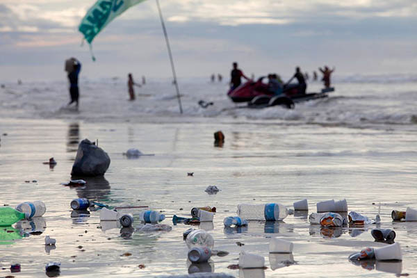 small-ocean-trash-01_86822_990x742