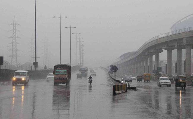 Delhi_rains_Dec14_PTI_650_bigstry