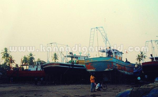 Gangolli_Steal_Boat (1)