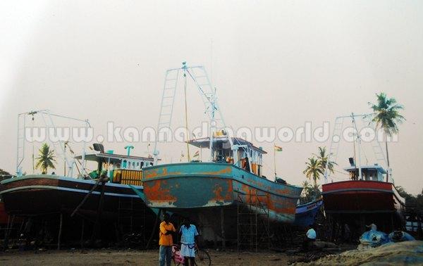 Gangolli_Steal_Boat (2)