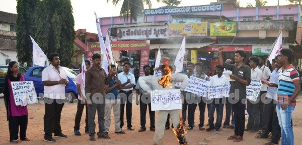 Kundapura_SFI_Protest. (10)