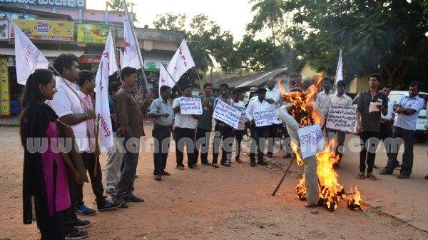 Kundapura_SFI_Protest. (12)
