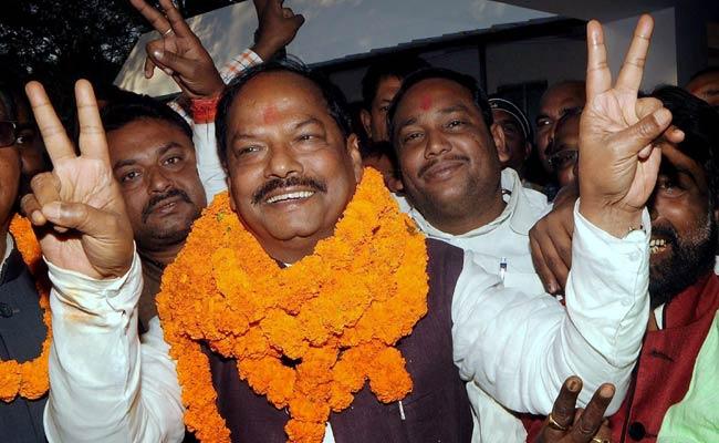 Raghubar_Das_victory_sign_PTI_650