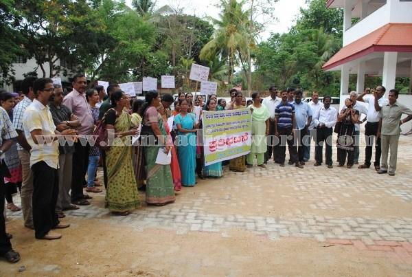 Kundapura_Ladies_Protest (12)