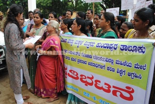 Kundapura_Ladies_Protest (13)
