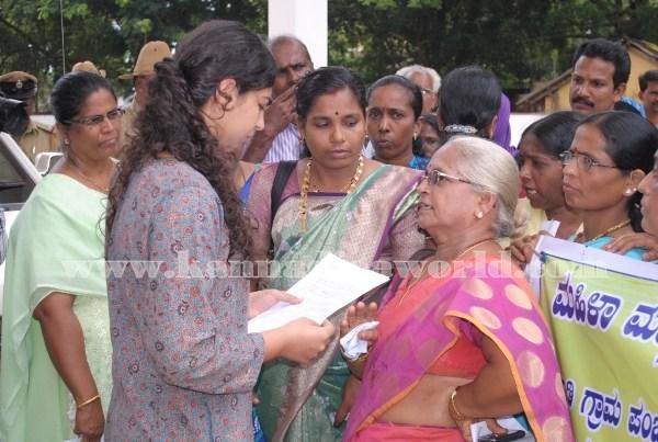 Kundapura_Ladies_Protest (14)