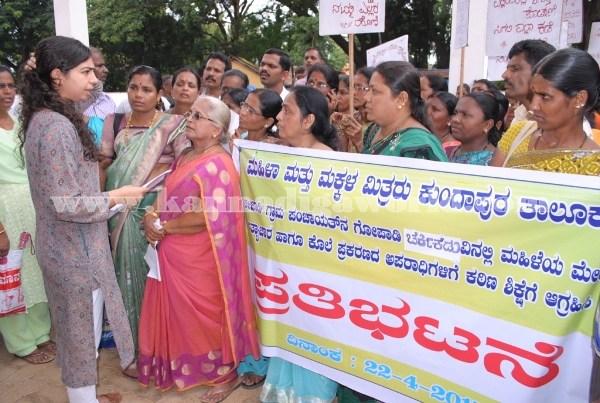 Kundapura_Ladies_Protest (16)