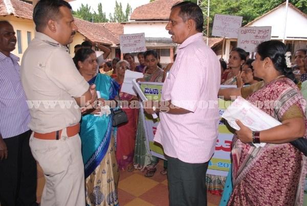 Kundapura_Ladies_Protest (17)