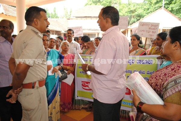 Kundapura_Ladies_Protest (18)
