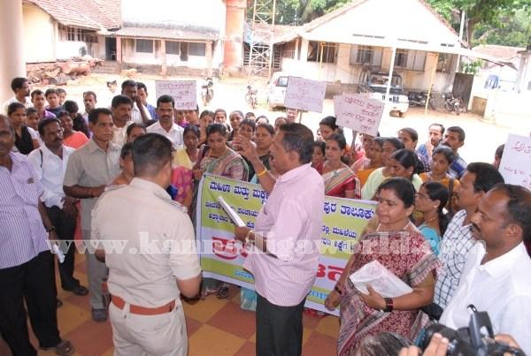 Kundapura_Ladies_Protest (19)
