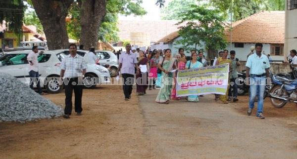 Kundapura_Ladies_Protest (3)