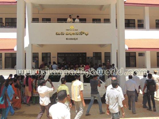 Ladies_ Protest_ Gopadi case (4)