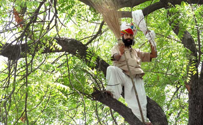 farmer-gajendra-aap-rally-suicide-pti-650-new_650x400_61429716133
