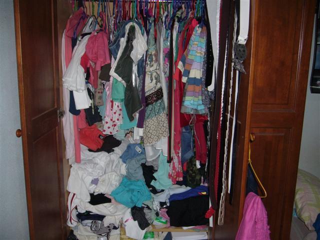 7123messy-wardrobe