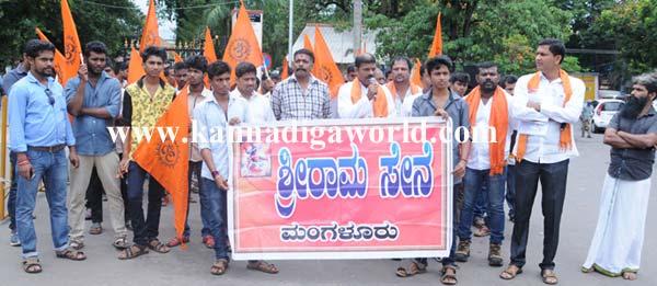 Sri_ram_protest_3
