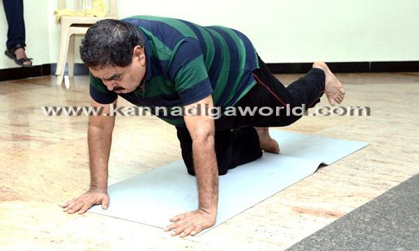 Yoga_Dina_acharane_25
