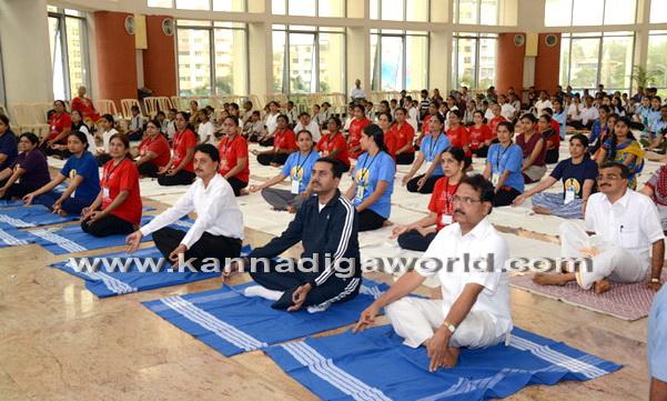 Yoga_Dina_acharane_33