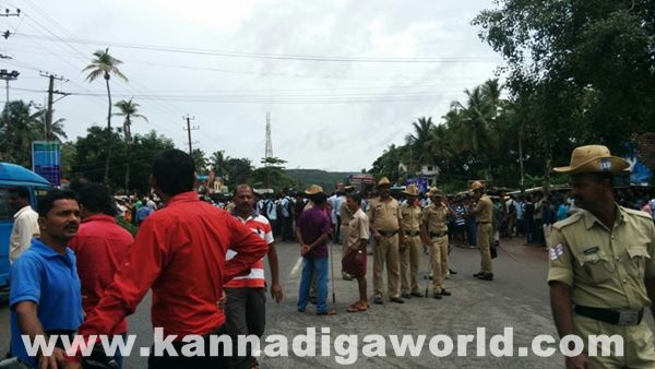 akshatha murder in byndoor protest_June 18_2015-001