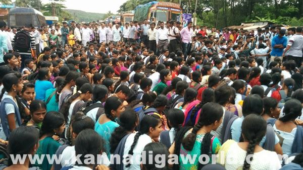 akshatha murder in byndoor protest_June 18_2015-005