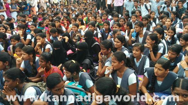 akshatha murder in byndoor protest_June 18_2015-015