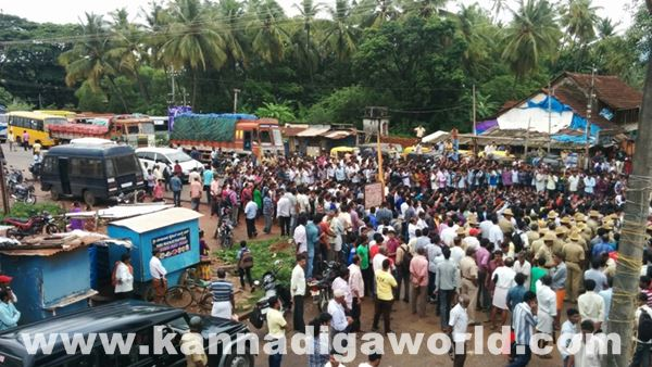 akshatha murder in byndoor protest_June 18_2015-019