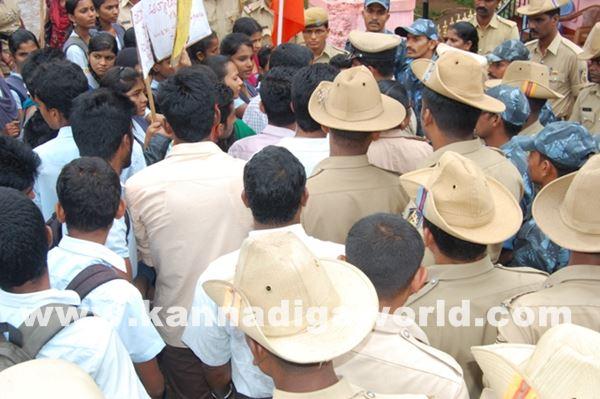 akshatha murder in byndoor protest_June 19_2015-004