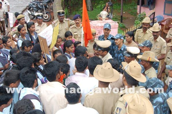 akshatha murder in byndoor protest_June 19_2015-005