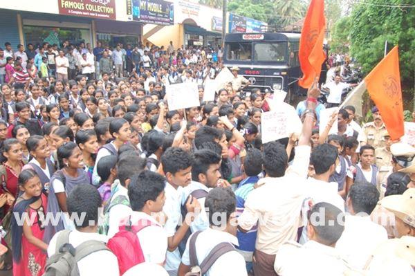 akshatha murder in byndoor protest_June 19_2015-007