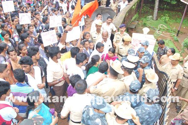 akshatha murder in byndoor protest_June 19_2015-009