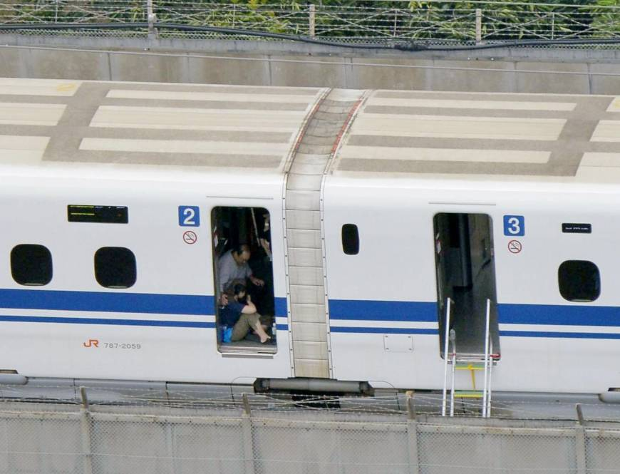 2390n-train-a-20150701-870x665