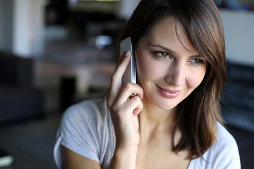 4543attractive-woman-talking-on-phone