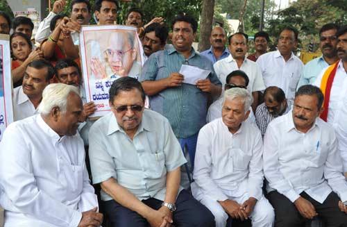 Santosh-Hegde-Protest-in-ba