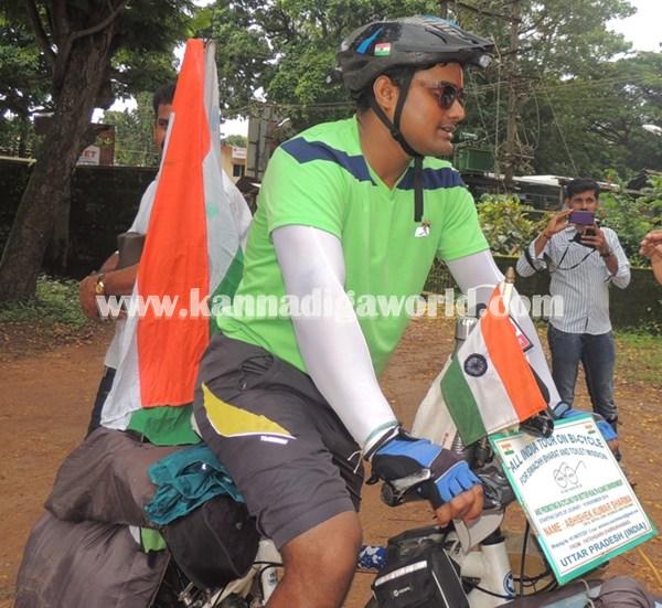 cyclist-abishek visit Modhi. (4)