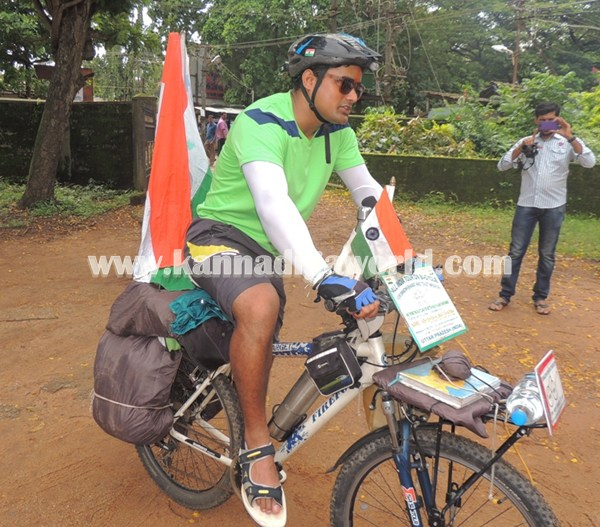 cyclist-abishek visit Modhi. (5)