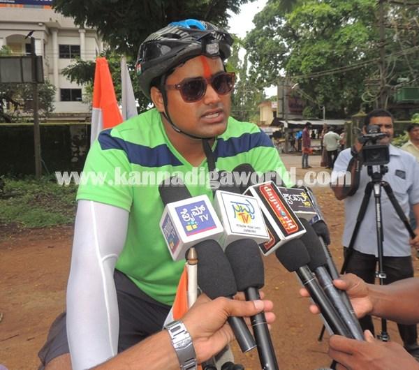 cyclist-abishek visit Modhi. (7)