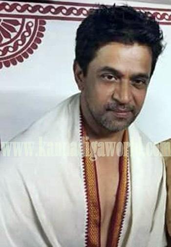 Actor Arjun Sarja_Visit_Kollur Mookambika Temple (4)