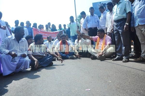 Byndoor_Highway block_Protest (6)
