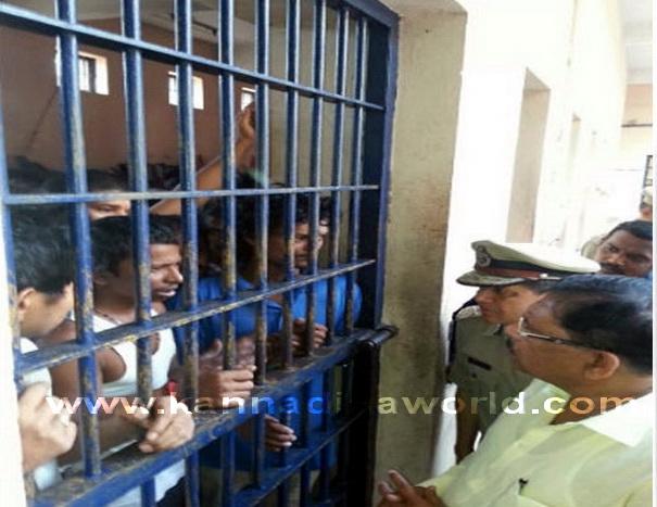 Home_Minister_jailVisit_2