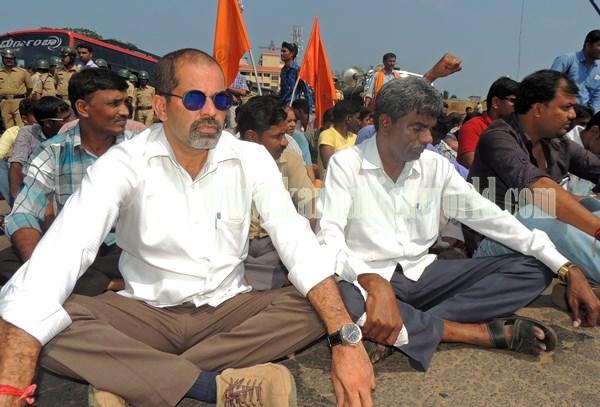 Kundapur BJP_Highway Bundh_Protest (10)