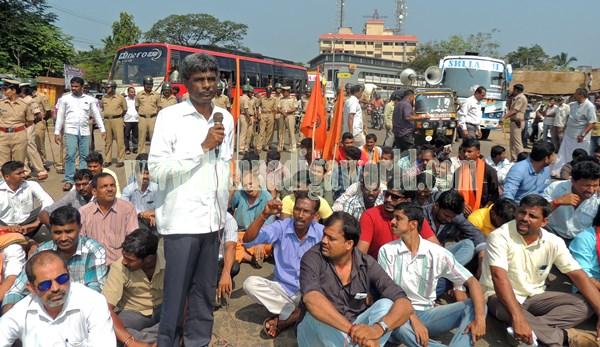 Kundapur BJP_Highway Bundh_Protest (11)